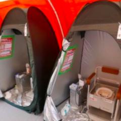 熊本地震支援、テント村に最新式トイレが設置されました。