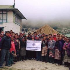 クムジュン村、クンデ村にテントが届きました