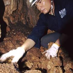 沖縄にて遺骨収集活動