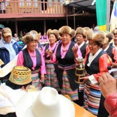 クムジュン村にて式典