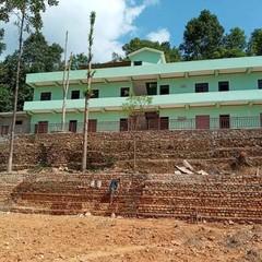 ポカラ小学校 校舎の外周りも工事を進めています。