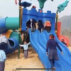 ポカラ小学校 遊具