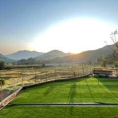 ポカラ小学校 グランドに人工芝を敷きました